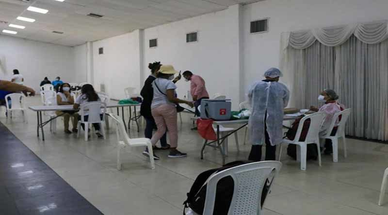 Docentes mayores de 65 años en Soledad recibieron vacuna contra Covid-19