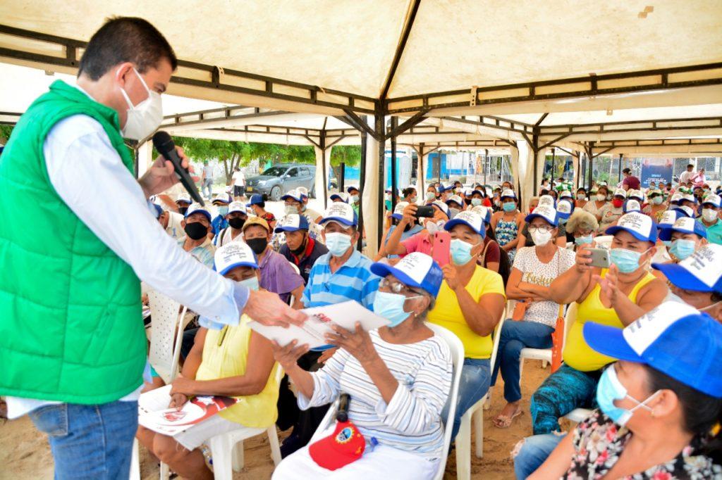 Segunda 'Titulatón' benefició a 300 familias en Villa María Selene de Soledad