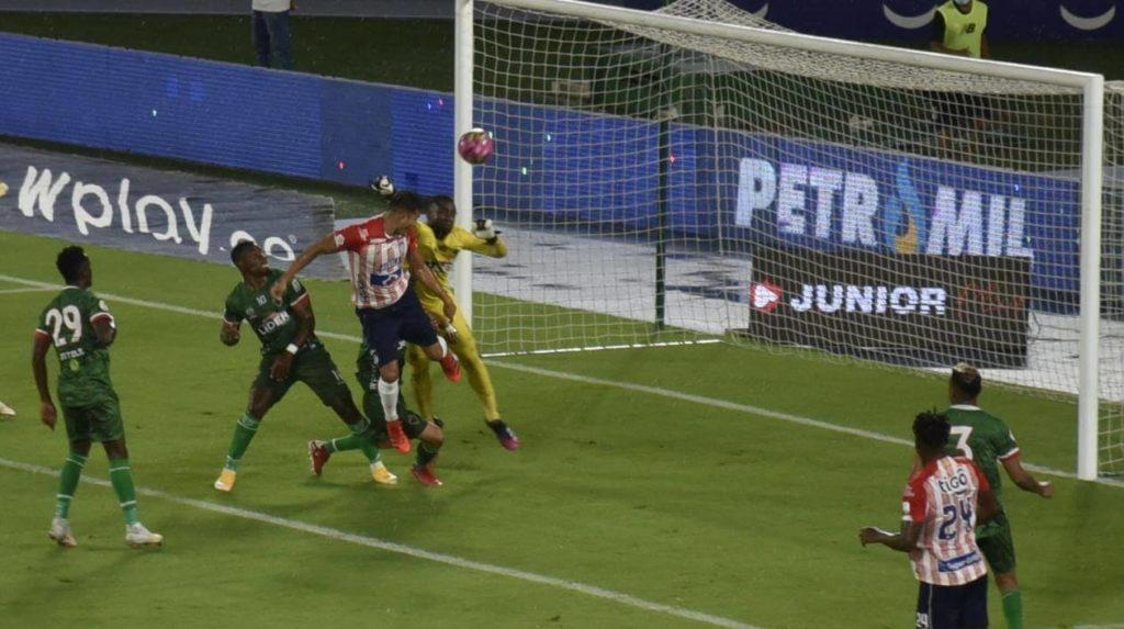 Junior ganó 1-0 frente a Patriotas, pero quedó en deuda con su afición